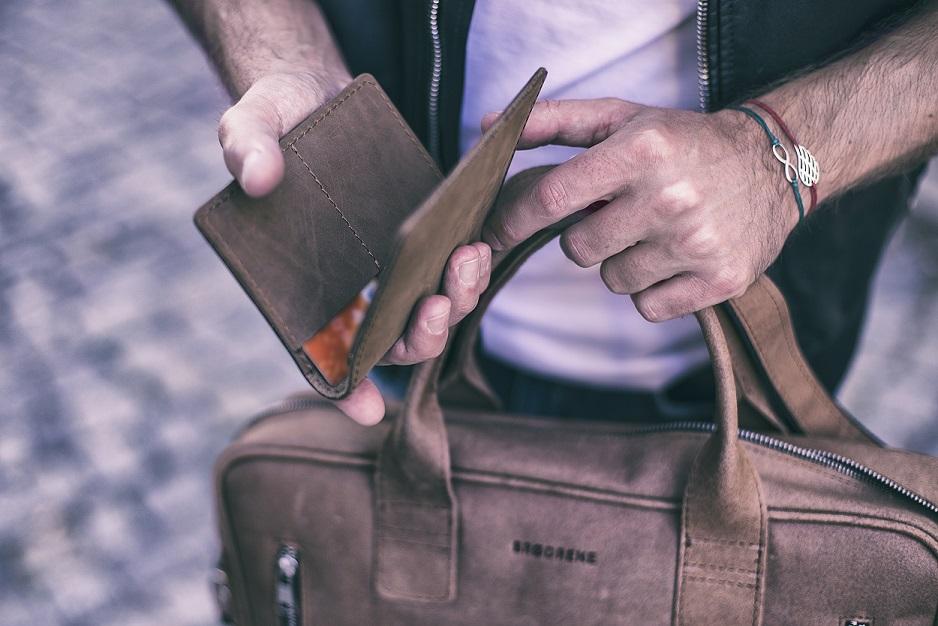 Portfel z RFID - co to jest? Poznaj męski portfel nowej technologii!